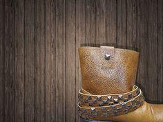Boots Camp  Diseñadas en piel grabada con forro textil, plantilla de forro de cerdo y suela antiderrapante. Látigos desmontables.  De venta www.kichink.com/stores/brahavoscalzado