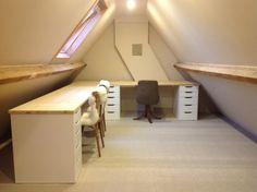 Mooi bureau in lage zolderkamer