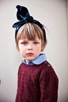 """O """"rabbit ears"""", ou seja, as faixas no estilo """"orelhinhas de coelho"""" estão super em alta pros cabelos das meninas! E é super fácil de fazer! #acessorios #moda #modainfantil"""