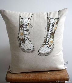 Free motion embroidery - love the simplicity and white space . Freehand Machine Embroidery, Free Motion Embroidery, Free Machine Embroidery, Embroidery Applique, Applique Patterns, Applique Designs, Applique Cushions, Snowman Quilt, Fabric Art