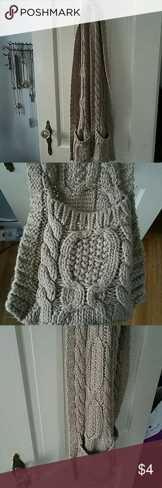 F21 Beige Woven Scarf Some pillage but overall a nice and cozy scarf with pockets! Forever 21 Accessories Scarves & Wraps