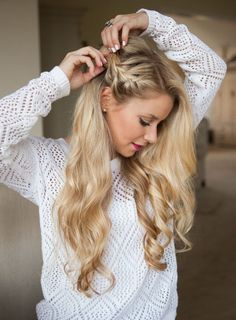 Side braid hairstyle Looking for easy braided no-heat hairstyles? From a stylish side french braid to a romantic braided bun, these easy heatless hairstyles for long or short hair blend casual chic with an elegant look! Side Braid Hairstyles, No Heat Hairstyles, Braided Hairstyles Tutorials, Holiday Hairstyles, Down Hairstyles, Wedding Hairstyles, Heatless Hairstyles, Easy Hairstyle, Hairstyles 2018