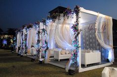 Outdoor Cluster Seating At Indian Wedding Reception Wedding Backdrop Design, Desi Wedding Decor, Wedding Stage Design, Luxury Wedding Decor, Exotic Wedding, Wedding Reception, Wedding Decorations Pictures, Wedding Hall Decorations, Marriage Decoration