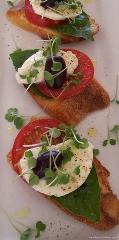 Crostini with Tomato, Basil, and Mozzarella