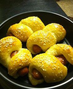 hot dog buns with sesame seeds