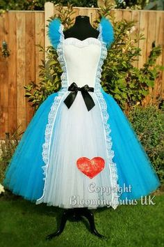 Quick inexpensive and simple diy alice in wonderland costume adult disney alice in wonderland inspired by bloomingtutusuk solutioingenieria Gallery