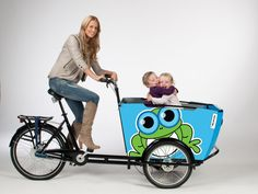 BonGo bakfiets sticker met Blijmakertjes Neat concept but who bikes in heals?