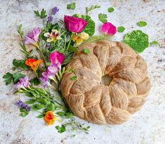 Herbed, plaited couronne loaf - using fennel, tarragon, parsley and thyme and baker's finest flour. Just a few of the herbs and edibles I… Bread Plait, My Favorite Food, Favorite Recipes, Sugar And Spice, Fennel, Parsley, Bread Recipes, Breads, Spices