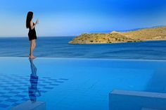 Elounda Maris Villas Plaka Enjoying a privileged location on the slopes of Elounda Bay, Elounda Maris offers luxurious fully equipped villas with private pool. The scenic fishing village of Plaka is 300 metres away.