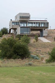 Golf House by Luciano Kruk Arquitectos (2)