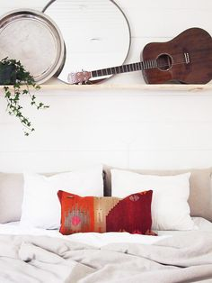 Cozy bedroom with Vintage Kilim-pillow.