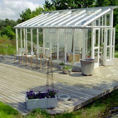 växthus med pulpettak och delvis vägg