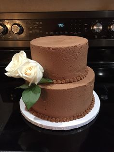Chocolate wedding cake with white roses! Cake Makers, Brunch Wedding, Buttercream Cake, White Roses, Amazing Cakes, Cake Recipes, Wedding Cakes, Chocolate, Sweet