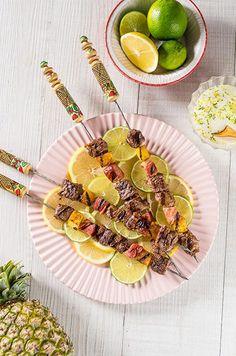 Receitas: Espetinhos de maminha com abacaxi e bacon | Academia da Carne Friboi