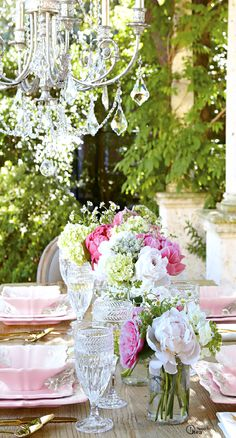 Gorgeous romantic table setting #eventplanning #weddingplanning #romanticwedding