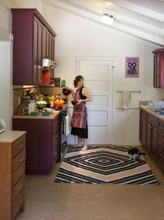 I can't explain it, but I love the purple cabinets! 10 Easy, Low-Budget Ways to Improve Any Kitchen (Even a Rental! Kitchen Counter Inspiration, Small Space Living, Small Spaces, Purple Cabinets, Kitchen Design, Kitchen Decor, Kitchen Rug, Rental Kitchen, Purple Kitchen