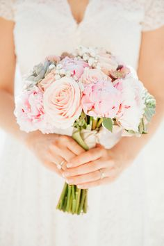 Lisa Gatenby of French Flower Style always creates the most gorgeous bouquets xo