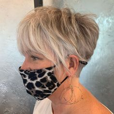 Curly Pixie Haircuts, Bob Hairstyles For Thick, Cool Hairstyles, Undercut Pixie, Nape Undercut, Choppy Haircuts, Gorgeous Hairstyles, Pixie Hairstyles, Short Hair Cuts
