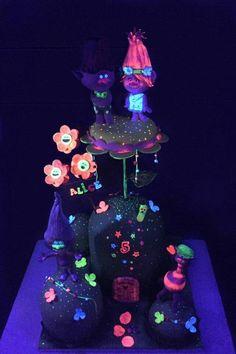 Neon# trolls cake