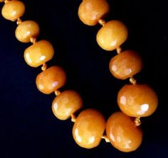 This stunning yellow agate graduated necklace is approx 6mm to 18mm. Necklace length: 50cm