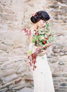 Raw and organic wedding inspiration | boho bride | wild foraged flowers | Fine art wedding photographer Madalina Sheldon