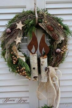Love this rustic Christmas wreath. Would work for winter decor after the holidays too. Noel Christmas, Rustic Christmas, Winter Christmas, Christmas Ornaments, Holiday Crafts, Holiday Decor, Diy Wreath, Wreath Ideas, How To Make Wreaths