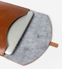 Custom Leather Laptop Sleeve | Lined with soft wool felt, this padded laptop…