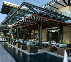 restaurant arquitectura Pergola Over Front Door Restaurant Exterior Design, Outdoor Restaurant Design, Terrace Restaurant, Glass Restaurant, Retail Architecture, Commercial Architecture, Architecture Design, Bali, Mall Facade