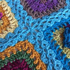 Transcendent Crochet a Solid Granny Square Ideas. Inconceivable Crochet a Solid Granny Square Ideas. Joining Crochet Squares, Crochet Blocks, Crochet Borders, Crochet Afghans, Crochet Stitches Patterns, Crochet Granny, Crochet Motif, Crochet Designs, Easy Crochet
