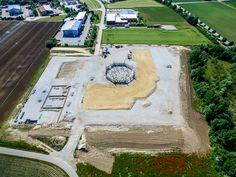 Die Großbaustelle der Viehmarkthalle im Donau-Gewerbepark Osterhofen.  #Baustelle #DonauGewerbepark #Osterhofen #Luftbildaufnahme