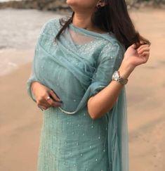 Indian Fashion Dresses, Indian Gowns Dresses, Dress Indian Style, Indian Designer Outfits, Fashion Outfits, Salwar Neck Designs, Churidar Designs, Kurta Designs Women, Simple Kurti Designs