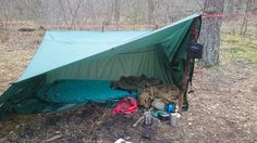 Sleeping place Tarp Shelters, Camping Shelters, Tent Camping, Camping Gear, Backpacking, Tent Set Up, Cafe Racer Motorcycle, Bushcraft, The Great Outdoors
