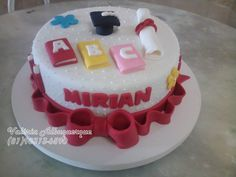 Bolo ABC Formatura Teachers Day Cake, Teacher Cakes, Graduation Treats, Mini Cakes, Birthday Cake, Pasta, Desserts, Food, Prom Party