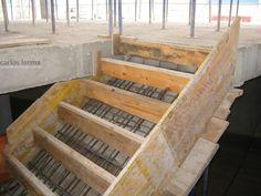 Encofrado de una escalera de hormigón