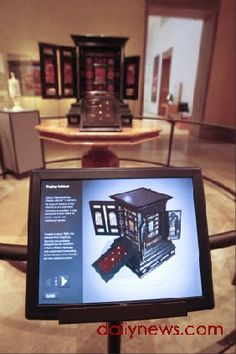 Getty Museum, Augsburg Cabinet - using technology to interpret artefacts Digital Kiosk, Digital Retail, Digital Signage, Interactive Museum, Interactive Display, Interactive Design, Exhibition Ideas, Getty Museum, Video Wall