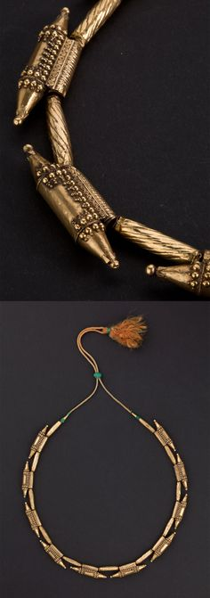 India ~ Kerala | Necklace made up of 10 gold 'ta'vis' elements, and 11 embossed cylindrical spacers | ca. Early 20th century | 3'800€