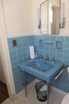 Vintage blue bathroom colors from seven manufacturers from 1927 to 1962 - Retro Renovation Pastel Bathroom, Bathroom Colors, Small Bathroom, Bathroom Ideas, Bathroom Remodeling, Bathroom Closet, Bathroom Mirrors, Bath Ideas, Basement Remodeling