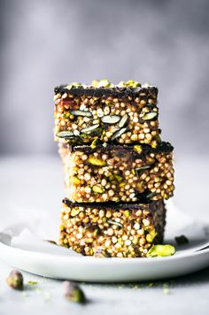 These healthy puffed quinoa tahini bars are sweetened only with dates, topped by dark chocolate, and filled with pepitas, pistachios, and a little cinnamon. Healthy Bars, Healthy Vegan Desserts, Raw Desserts, Sweet Desserts, Raw Food Recipes, Sweet Recipes, Snack Recipes, Dessert Recipes, Healthy Snacks