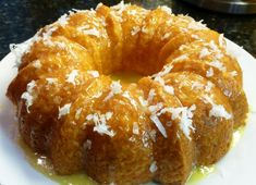 Pineapple Bundt Cake 1 lg can oz) crushed pineapples 1 bx yellow cake mix c sweetened coconut flakes Icing: I just mixed oj and powdered sugar until it was drizz-able :) Just Desserts, Delicious Desserts, Yummy Food, Icebox Desserts, Bunt Cakes, Cupcake Cakes, Cupcakes, Pie Cake, No Bake Cake