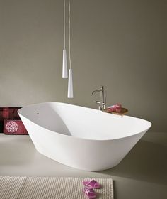 FONTE bathtub freestanding Freestanding bathtub Fonte in Korakril™. The lower edge of the front makes easier entering in the tub.