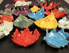 Autumn Leaf Bowls - wonderful nature craft for Fall/ Autumn. Make these leaf bowls using either a kiln, air drying clay or even salt dough. A wonderful way to explore nature and fall this season. Leaf Bowls DIYs are one of my favourite DIYs ever! Autumn Crafts, Fall Crafts For Kids, Nature Crafts, Kids Crafts, Art For Kids, 4 Kids, Diy Autumn, Summer Crafts, Children