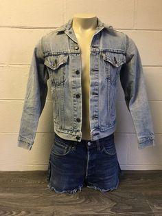 Levi's men's (women's??) blue denim jeans jacket, Large-Regular (44-inch chest) circa 1980s