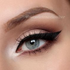 A beautf and natural eye makeup look with brown and soft pink shadows and defined winged eyeliner | #clairetaylormua
