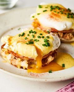 How To Make the Easiest Eggs Benedict - Our foolproof method for poaching perfe. - How To Make the Easiest Eggs Benedict – Our foolproof method for poaching perfect eggs and avoid - Egg Recipes, Brunch Recipes, Breakfast Recipes, Cooking Recipes, Breakfast Ideas, Mexican Breakfast, Breakfast Sandwiches, Breakfast Pizza, Breakfast Dishes