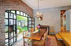 5 bed, 4 bath in Lincoln Park