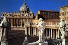 Vaticano: aquí se nada en la abundancia