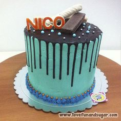 Torta de Cumpleaños: NICO (cubierta con buttercream y bañada con ganache). Love, Fun and Sugar. #torta #cumpleaños #felizcumpleaños #happybirthday #birthday #nico #lovefunandsugar #reposteria #creativa #reposteriacreativa #yummy #ñomi #sugarart #dessert #dulces #postres #bake #baking #cook #cooking #cake #cakes #pastries #pasteleria #pastelería #patisserie #cocina #sugar #sweet #delicious Link-> http://www.lovefunandsugar.com/2016/02/torta-de-cumpleanos-nico-cubierta-con.html