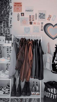 Room Design Bedroom, Room Ideas Bedroom, Teen Bedroom, Bedrooms, Bedroom Inspo, Indie Bedroom, Indie Room Decor, Cute Room Decor, Study Room Decor