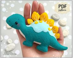 Most current Photographs Felt pattern dinosaur Easy PDF pattern dinosaur felt Sewing pattern stegosaurus pattern Cute dinosaur ornament pattern DIY dinosaur sewing Suggestions Dinosaur Ornament, Dinosaur Crafts, Cute Dinosaur, Dinosaur Play, Felt Animal Patterns, Stuffed Animal Patterns, Ostergeschenk Diy, Easy Diy, Felt Ornaments Patterns