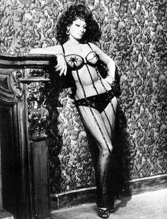 Get the Look : Sophia Loren Sheer Striped Dress 2 Sophia Loren Film, Sophia Loren Images, Rita Hayworth, Italian Beauty, Italian Style, Marlene Dietrich, Brigitte Bardot, Audrey Hepburn, Old Pictures